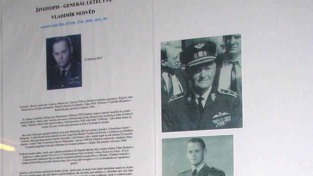 Výstava nechává nahlédnout do historie i současnosti Armády ČR.