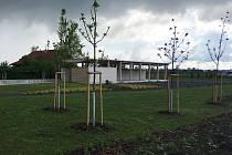 Nový multifunkční Slavnostní areál postavili Prušánečtí v blízkosti kostela. Chystají tam kulturní letní program.
