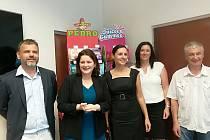 Ministryně práce a sociálních věcí Jana Maláčová se seznámila s výrobou cukrovinkové firmy Candy Plus.