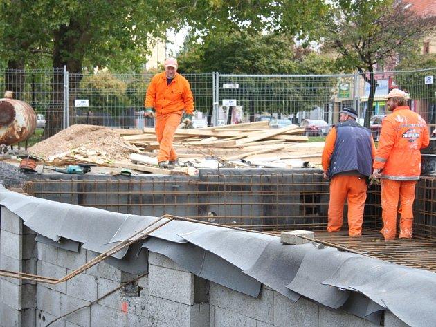 Stavba kašny na Masarykově náměstí