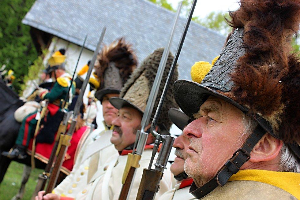 Dobově odění vojáci se v sobotu účastnili akce nazvané Strážnice 1809.