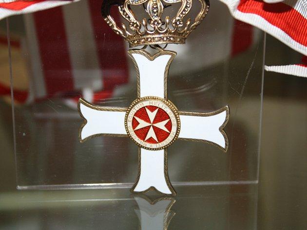Sál Evropa v Hodoníně hostí výstavu johanitských artefaktů. Ta se snaží postihnout dějiny rytířského řádu, jehož členové byli bojovníky i samaritány.