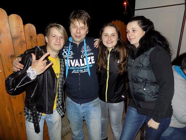 Zakladatelé kapely Bigbity Rock Simona Klimková (první zprava) a Martin Chamraďa (druhý zleva).