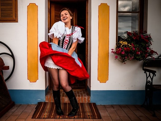 Členové Slováckého krúžku Lužice pojali známé zachycené momenty po svém