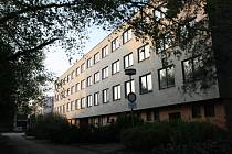 Areál v Bzenci v Těmické ulici původně sloužící jako střední konzervárenská škola je na prodej.