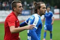 Dvacetiletý útočník Liberce Matěj Pulkrab (v modrém dresu) dvěma góly v prodloužení rozhodl středeční pohárový duel s třetiligovým Hodonínem.