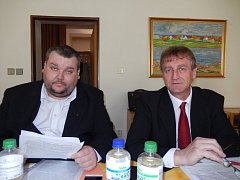 Jednička a osmička jihomoravské kandidátky komunistů, Ivo Pojezný a Ján Lahvička mladší, pro parlamentní volby.