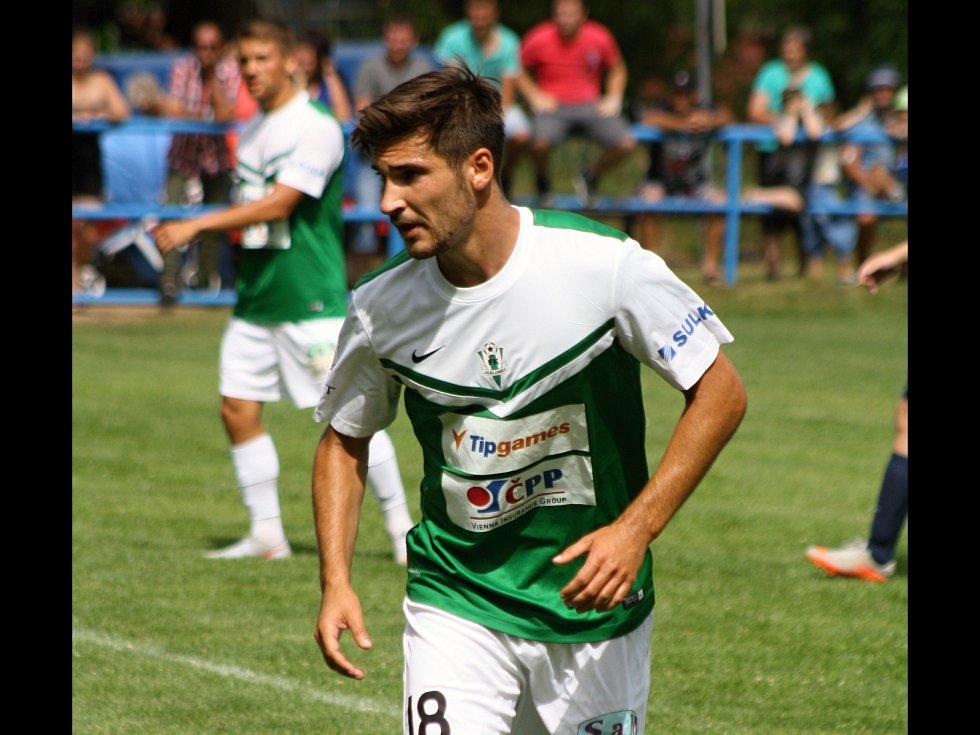 Jablonecký záložník Michal Trávník se v Uhřicích při oslavách blýskl parádním gólem. Ligový tým zvítězil na hřišti nováčka první B třídy 9:1.