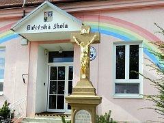 Tři kříže, které se nacházejí přímo v Násedlovicích či poblíž obce, se podařilo opravit díky dotacím.