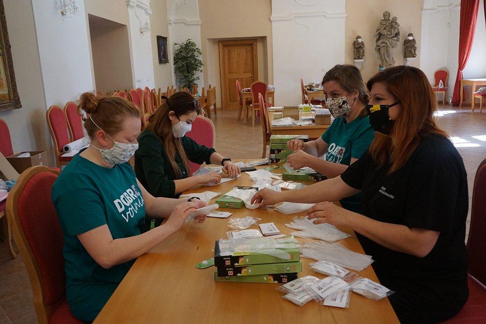 Protikoronavirová pomoc veselských skautů a spřízněných dobrovolníků.