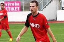 Záložník Josef Hesek vstřelil na hřišti v Kozlovicích třetí a vítěznou branku Hodonína, který se díky výhře 4:2 udržel v popředí divizní tabulky.