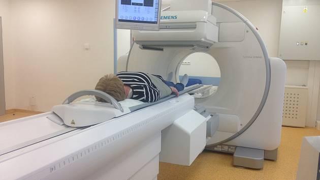 Nová hybridní kamera SPEC/CT slouží pacientům v kyjovské nemocnici. Její nákup vyšel na dvacet milionů korun, stavební úpravy na dalších pět.