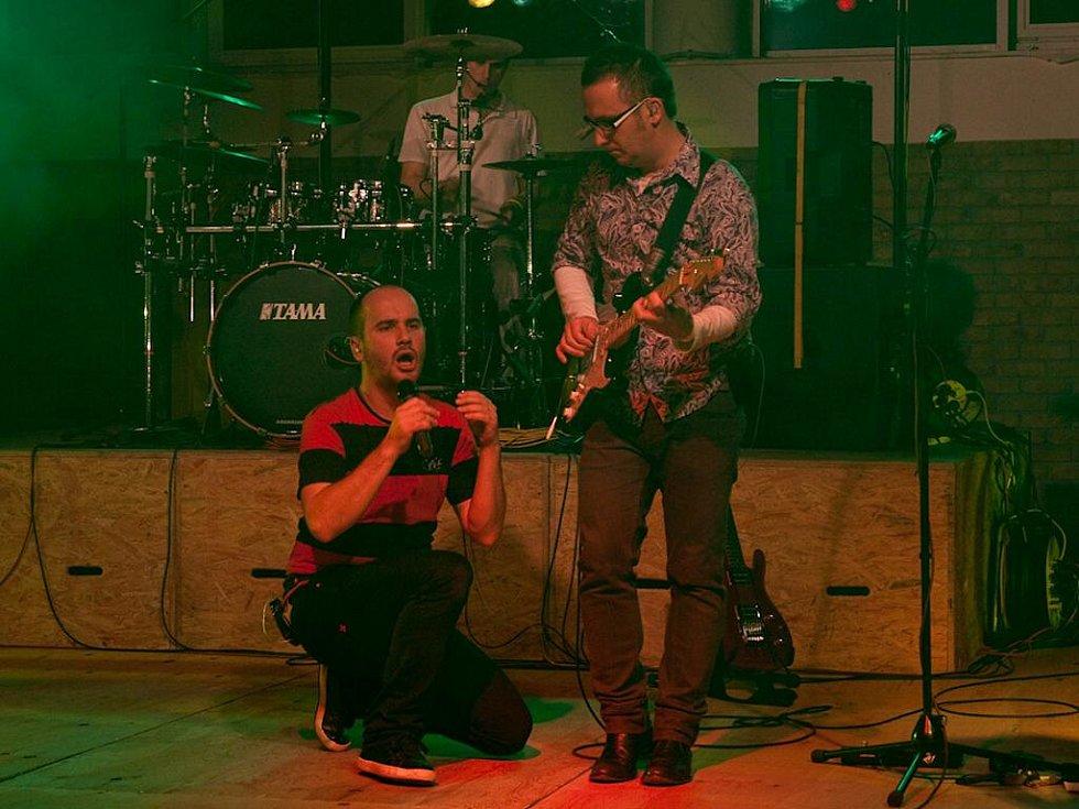 Slovenská kapela No name rozvášnila svým sobotním koncertem stovky nadšených diváků v dubňanské hale Želva