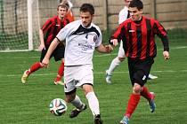 Fotbalisté Hodonína přivezli z Napajedel důležitý bod. Na výsledku 2:2 se brankou podílel i hostující záložník Petr Šturma (vpravo).