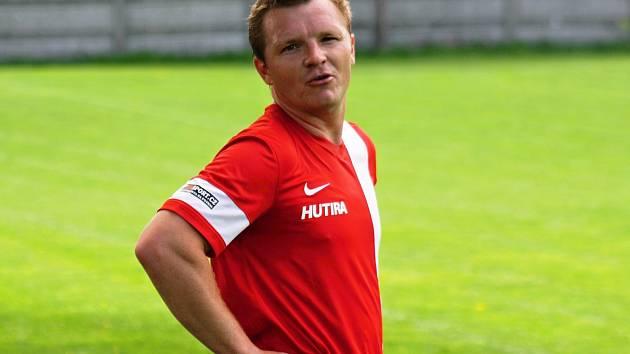 Zkušený milotický fotbalista Lukáš Hofr (na snímku) v sobotu slavil výhru v Žarošicích, posun do čela tabulky i narození dcery Sofie.