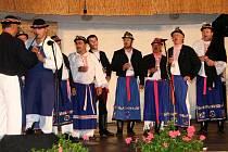 Mužský pěvecký sbor funguje v Miloticích už čtyřicet let.