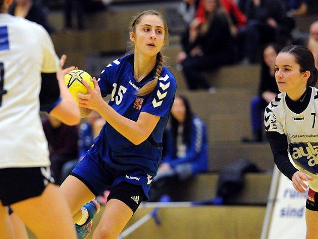České juniorky budou na kvalifikačním turnaji v Hodoníně spoléhat také na veselskou spojku Janu Šustkovou (na snímku).