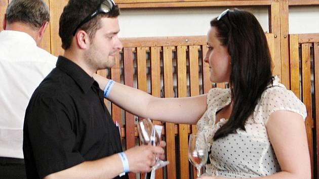 Košt vína ve Vracově.