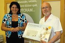 Dětské oddělení v kyjovské nemocnici získalo patnáct nových monitorů dechu, které u miminek upozorňují na případná selhání dechu či dávení během spánku.