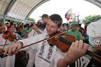 Dětský folklorní soubor Kyjovánek  na Tchaj–wanu, kde v neděli vystoupil na oficiálním zahájení mezinárodního folklorního festivalu.