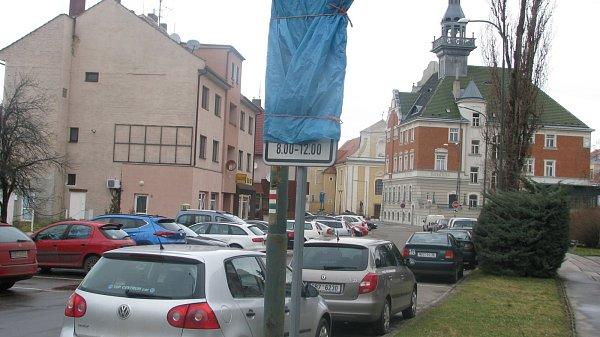 Parkoviště na Zámeckém náměstí vHodoníně má být placené.