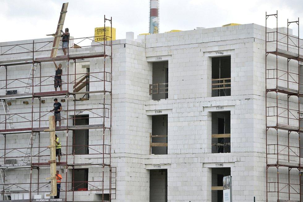 Novostavba bytového domu. Ilustrační foto.