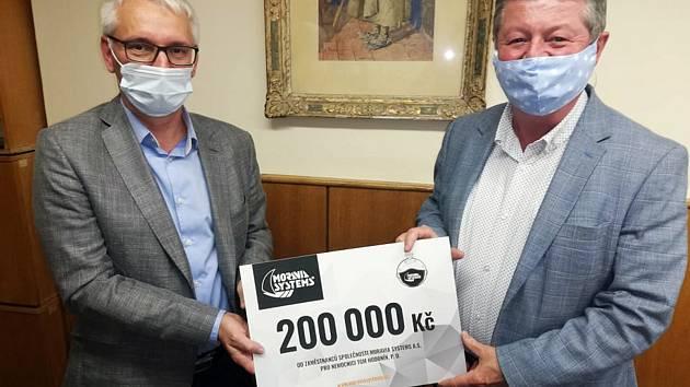 Předaní daru hodonínské nemocnici od společnosti Moravia Systems.
