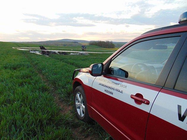 Tragický pád malého letadla na letišti uKyjova. Ve stroji uhořeli dva muži.