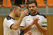 Čtyřiadvacetiletý fotbalista Patrik Levčík (na snímku vpravo) se do Tanga Hodonín dostal díky kamarádům a spoluhráčům z malé kopané.