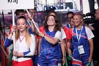 Zahájení Olympiády dětí a mládeže s vlajkou v ruce si Veronika Mišková užívala.