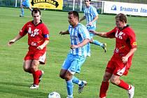 Šardický Milan Válek (v modrobílém) pomohl svému týmu k jasnému vítězství.
