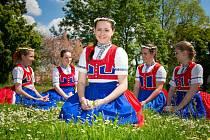 Veronika s kamarádkami ze souboruFoto: archiv Veroniky Novákové