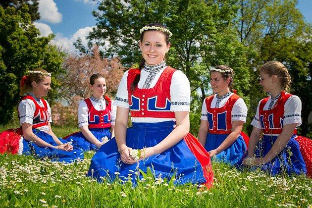 Veronika skamarádkami ze souboruFoto: archiv Veroniky Novákové
