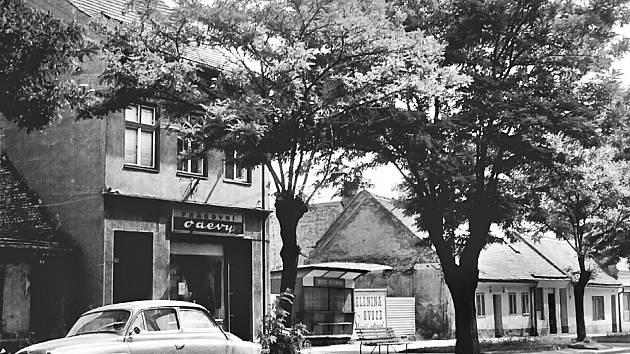 Před asanací zde byla delší dobu i prodejna pracovních oděvů.