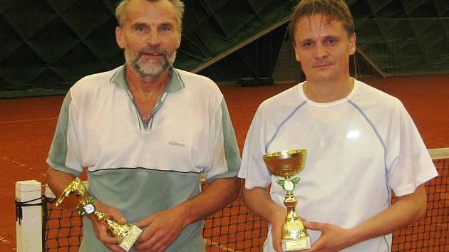 První turnaj Okresní ligy rekreantů vyhrál Zbyněk Jemelík (vpravo). Druhý byl Pavel Puchar.