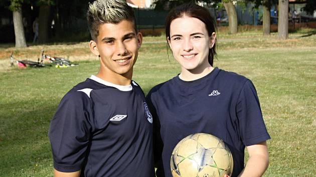 Šestnáctiletý Kryštof Pospíšil potkal svoji přítelkyni Dominiku Činčalovou na základní škole. Oba hrají za Slovácko a navštěvují střední školu ve Starém Městě.