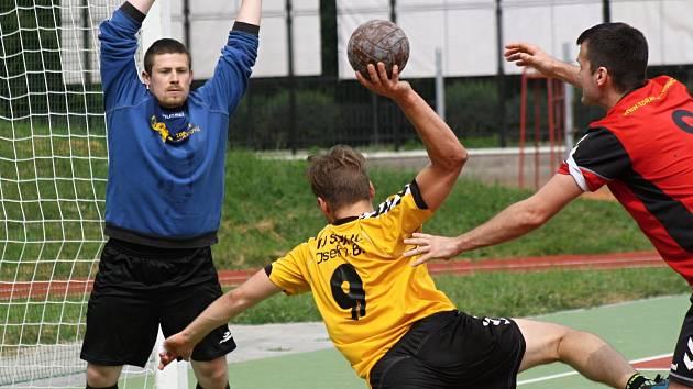 Národní házenkáři Veselí nad Moravou ve druhé lize spoléhají i na brankáře Tomáše Pejšu (vlevo).
