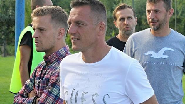Fotbalový trenér Luboš Kozel navštívil v Kyjově mezistátní utkání hráčů do sedmnácti let mezi Českou republikou a Maltou.