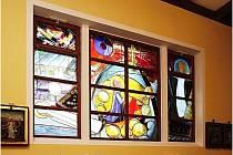 Kostel Nanebevzetí Panny Marie v Blatničce prošel rekonstrukcí. Kromě nové elektroinstalace či úpravy věže má i nová okna s originálními vitrážemi.