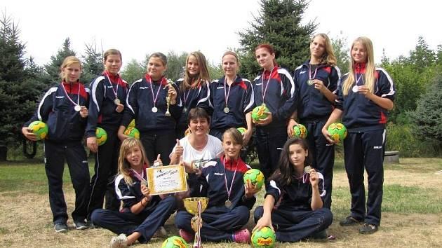 Starší žákyně HK Veselí nad Moravou vyhrály kvalitně obsazený mezinárodní turnaj v Prešově. Na východě Slovenska se utkaly s týmy z Litvy, Ukrajiny a Rumunska.