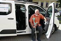 Klientům kyjovského Centra sociálních služeb slouží nové auto.