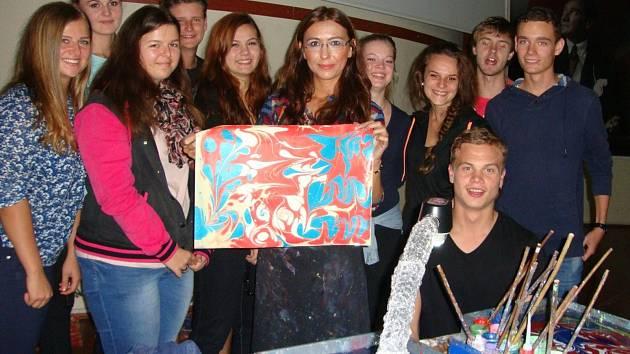 Týdnem v jiném světě strávili studenti hodonínské Obchodní akademie v tureckém Zonguldaku. Spolu s kolegy z Rakouska, Portugalska, Itálie a Slovenska na konci dvouletého projektu Ecology, what else se zabývali životním prostředím i u Černého moře.
