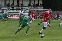 Bzenečtí fotbalisté (na snímku v zelenobílých dresech) v MOL Cupu nestačili na Uherský Brod.