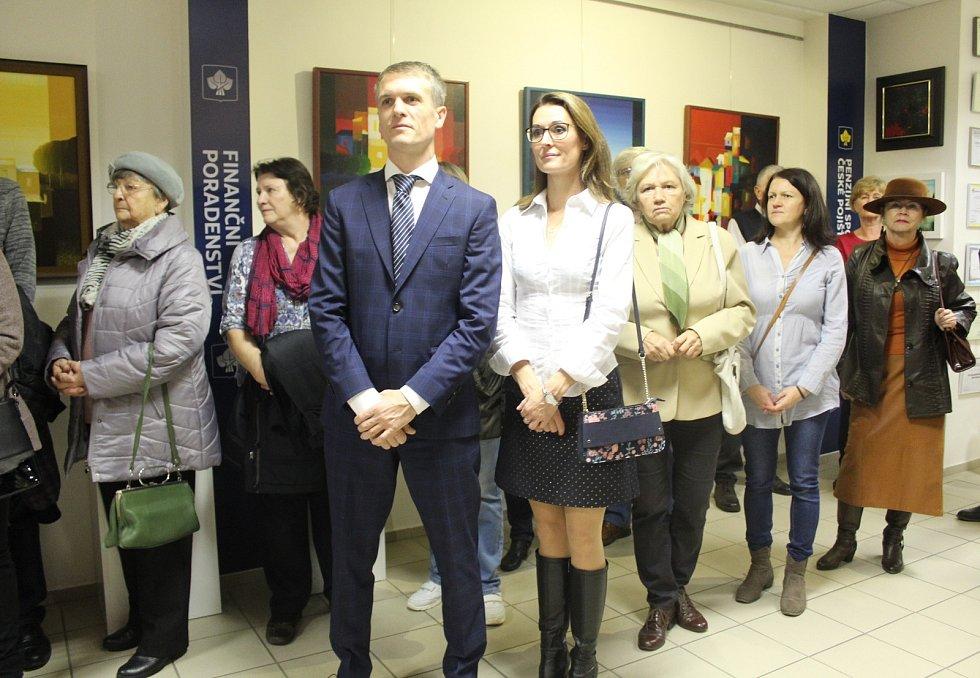 Desítky návštěvníků se v pátek 29. listopadu navečer dostavily na slavnostní zahájení výstavy obrazů výtvarníka Ašota Arakeljana do soukromé galerie Jiřího Konečného umístěné v prostorách České pojišťovny ve Veselí nad Moravou u tamního nádraží.