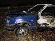 Řidič modré Škody Felicie jel ve směru od Kyjova. Zatím není jasné proč, ale vyjel mimo silnici, kde se vyboural. Auto poté začalo hořet.