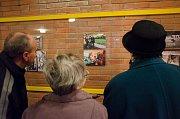 Zhruba dvě stě lidí si v galerii Kapka čejkovické základní školy prohlédlo výsledky tvůrčího počinu osmnácti mladých fotografů.