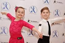 Mladí hodonínští tanečníci Štefan Polák s Klárou Macejkovou získali na soutěži v Brně zlatou a stříbrnou medaili.