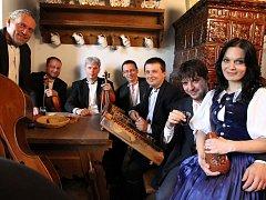 Musica Folklorica natočila svůj první klip k písni Ej, ženy, ženy, poradteže mi, kterou zpívá Veronika Malatincová.