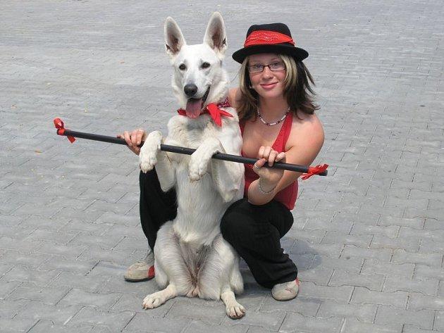Martina Veselá a její fenka Karen.