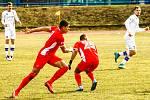 Blanenský útočník Claude Lhotecký (vlevo v červeném) se zatím ve druhé lize gólově neprosadil.